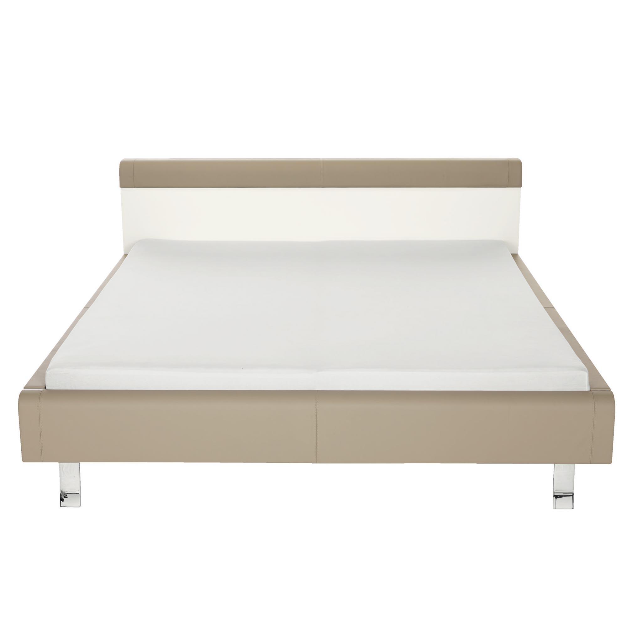 weisses bett mit holz einsatz von h lsta genits m bel b r ag. Black Bedroom Furniture Sets. Home Design Ideas