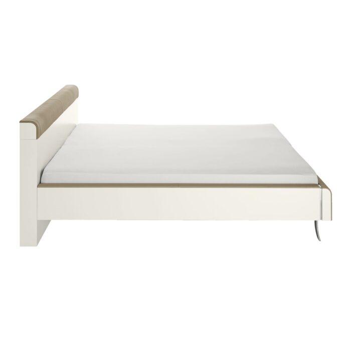 Weisses Bett mit Holz-Einsatz von Hülsta Genits