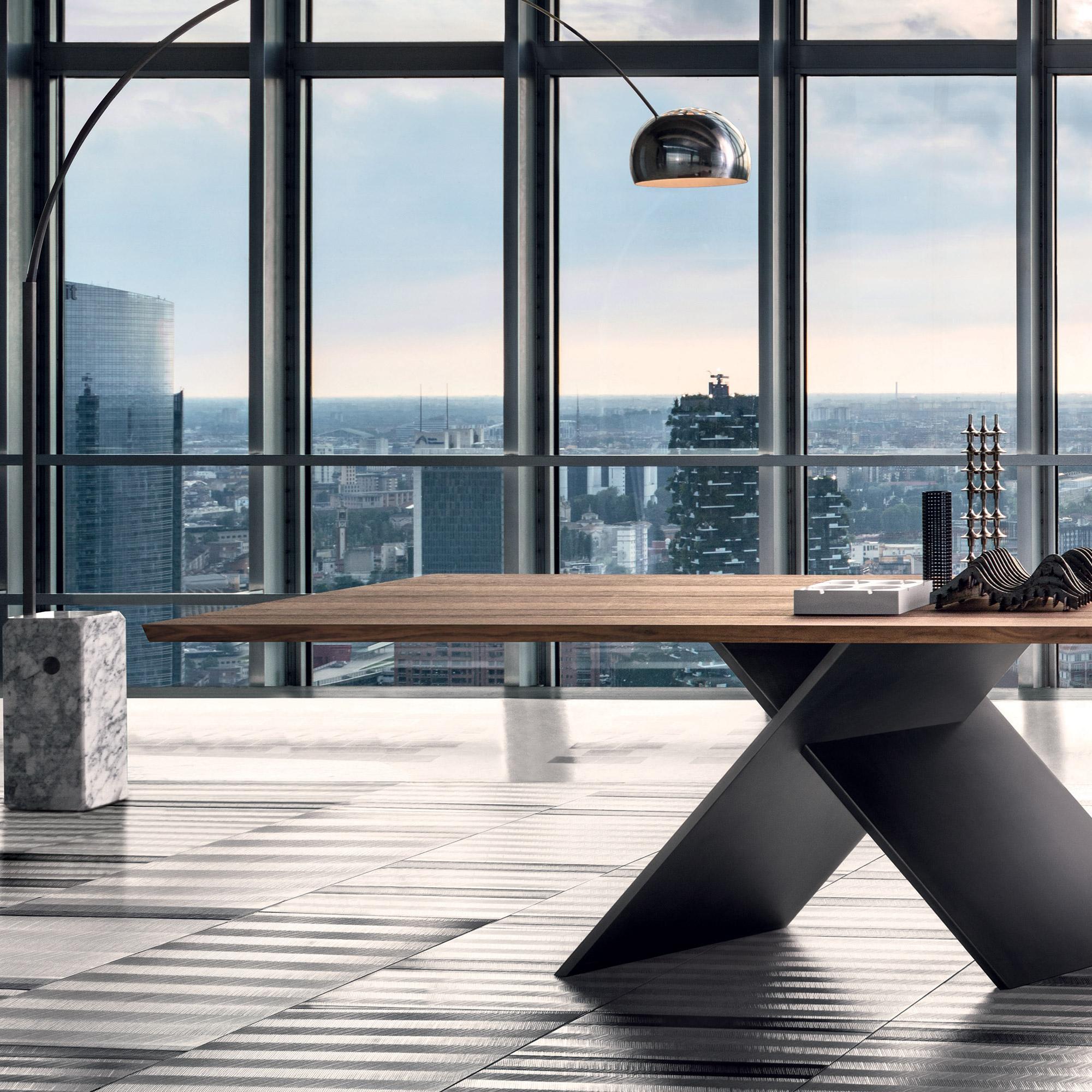 bonaldo ax tisch mit amerikanischer nussbaum tischplatte. Black Bedroom Furniture Sets. Home Design Ideas