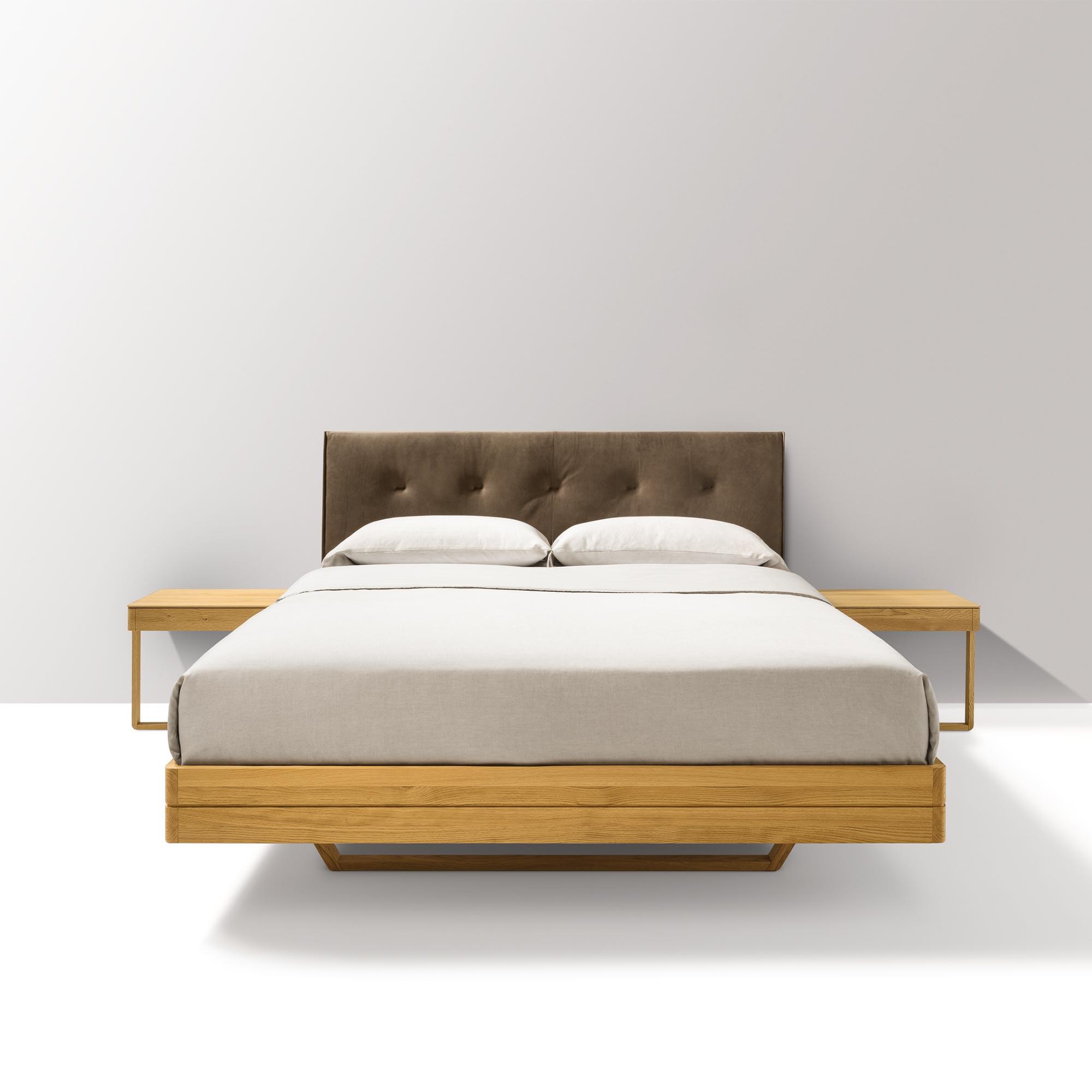 bett aus eiche bett eiche massiv stahlfe tjoernbo modern sleep with bett aus eiche bett eiche. Black Bedroom Furniture Sets. Home Design Ideas